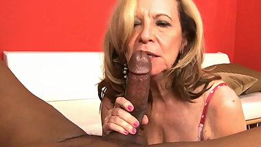 Granny knows how to suck BBC