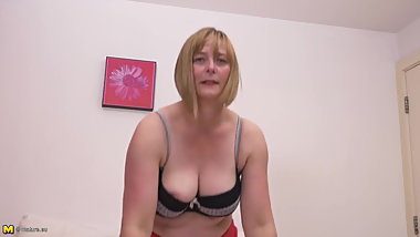 Real amateur mature mom with hairy pussy
