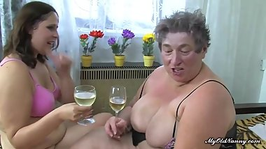 Fat nanny and curvy girl share dildo