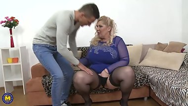 WOW big mature sex bomb fucks slim boy