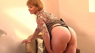 Chunky grandma with large butt lowers her black panties