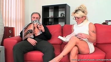 Sexy blonde slut gives nice head