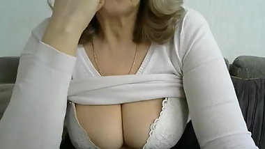 Granny shows her tits