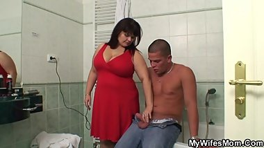 Plump mother-in-law helps him cum