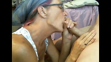Granny loves to use dildo and cock the same time